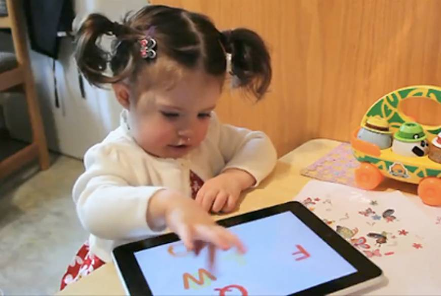 toddlers using electronics